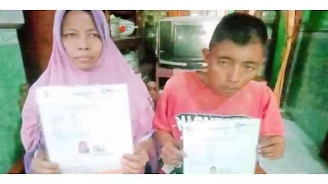 Bikin Terharu, Nabung Selama 10 Tahun Lamanya Pengamen Ini Berhasil Daftarkan Ibunya untuk Naik Haji